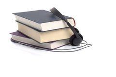 Hoofdtelefoons en boeken royalty-vrije stock fotografie