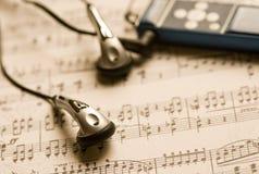 Hoofdtelefoons en MP3 speler royalty-vrije stock foto's