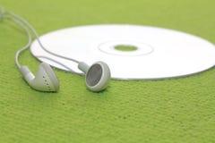 Hoofdtelefoons met CD stock foto