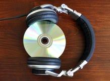 Hoofdtelefoons met een CD Stock Afbeelding