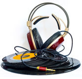 Hoofdtelefoons over wat oud 45 t/min-vinyl worden geschikt dat Stock Foto