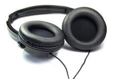 Hoofdtelefoons van de Arge de zwarte die muziek op witte achtergrond worden geïsoleerd stock foto