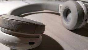 Hoofdtelefoons voor het luisteren aan de muziek Stock Afbeelding
