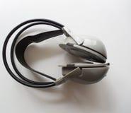 Hoofdtelefoons zonder draden en de zachte delen op een witte achtergrond royalty-vrije stock foto