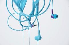 Hoofdtelefoonsstroom van blauwe verf, abstract perceel, muziek en verf Royalty-vrije Stock Foto
