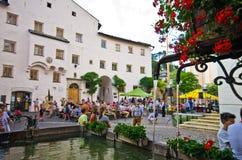 Hoofdvierkant van de Castelrotto het oude stad Stock Foto's