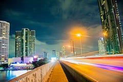 Hoofdweg van hoofdstad bij middernacht Stock Foto