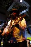Hoofdzanger van Begeleidingsband, Keith Batlin, het zingen en jam  Royalty-vrije Stock Afbeelding