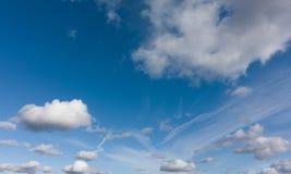 Hoog - achtergrond van de kwaliteits de panoramische hemel zonder vogels en lawaai stock foto's
