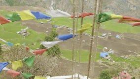 Hoog-bergachtig dorp Prok in Nepal Trek van de Manaslukring gebied stock footage