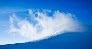 Hoog berglandschap: gletsjers en wolken royalty-vrije stock foto's