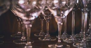 Hoog champagneglas of van de koppenclose-up schot stock afbeeldingen