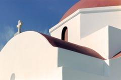 Hoog contrastbeeld van een Griekse kerk stock afbeeldingen