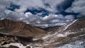 Hoog de berglandschap van Himalayagebergte. India, Ladakh Stock Afbeelding
