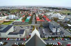 Hoog-hoekmening van Reykjavik, de hoofdstad van IJsland Stock Fotografie