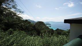 Hoog Puntmening van Tropisch Eiland stock videobeelden