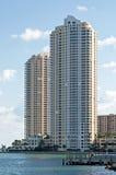 Hoog stootbord @ Miami de stad in Stock Foto's