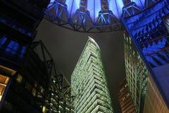Hoog - technologie stedelijke nacht stock afbeeldingen