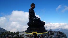 Hoogste Di DA van Boedha A in Vietnam wordt gevestigd op de bovenkant van Fansipan Sapa stock fotografie