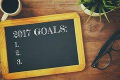 Hoogste die mening 2017 doelstellingen lijst op bord wordt geschreven Stock Foto's