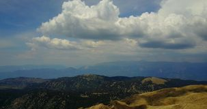 Hoogste die Mening van de Tahtali-Bergketen op het Centrale Anatolische gebied van Turkije wordt gevestigd stock video