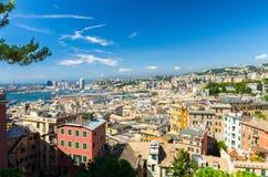 Hoogste lucht toneelpanorama van hierboven van oud historisch centrum van Europese stad Genua stock foto's