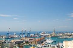 Hoogste lucht toneelpanorama van oude Haven met Di Genua van Vuurtorenla Lanterna royalty-vrije stock afbeeldingen