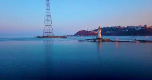 Hoogste luchtpanorama van Tokarev-Vuurtoren in Vladivostok stock footage