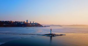 Hoogste luchtpanorama van Tokarev-Vuurtoren in Vladivostok stock video