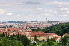 Hoogste mening aan oude stad van Praag Stock Afbeeldingen