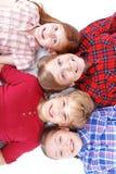 Hoogste mening die van kinderen op de vloer liggen Royalty-vrije Stock Afbeelding
