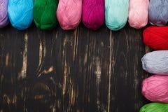 Hoogste mening die van kleurrijke strengen dicht bij elkaar op sid liggen Stock Afbeelding