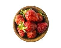 Hoogste mening Kommen met aardbeien op witte achtergrond worden geïsoleerd die Rijp aardbeienclose-up Achtergrondbes Zoete en sap Stock Foto