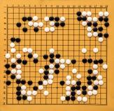 Hoogste mening over een Go raad Het bureau voor raadsspel gaat en zwart-witte beenderen Het traditionele Aziatische spel van de s royalty-vrije stock afbeelding