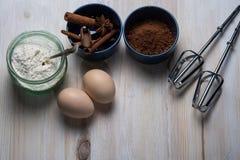 Hoogste mening over ingrediënten voor het bakken van heerlijk dessert stock afbeeldingen