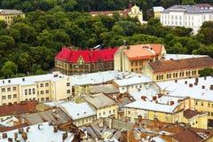 Hoogste mening over kleurrijke daken en huizen van Lvov, de Oekraïne Royalty-vrije Stock Foto