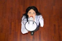 Hoogste mening van bedrijfsvrouw met megafoon Stock Fotografie