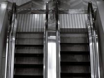 Hoogste mening van bidirectionele roltrap in zwart-wit Stock Foto