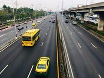 Hoogste mening van de autosnelweg van Bangkok in een spitsuur stock afbeeldingen