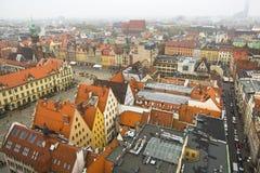 Hoogste mening van de oude stad van Wroclaw vanaf de bovenkant van de toren van de kerk van Heilige Elizabeth Royalty-vrije Stock Afbeeldingen