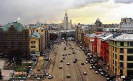 Hoogste mening van de straat in de stadscentrum van Moskou Royalty-vrije Stock Afbeelding