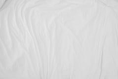Hoogste mening van de vouw van beddegoedbladen, witte stof gerimpelde textuur Royalty-vrije Stock Foto's