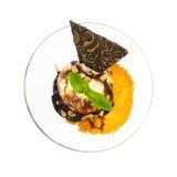 Hoogste mening van dessertroomijs met noten Stock Fotografie