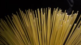 Hoogste mening van dichte omhooggaande abstracte spaghettipunt en lijn in langzame motie stock video