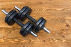 Hoogste mening van domoren op een houten achtergrond in een gymnastiek, het concept van de gezondheidslevensstijl Royalty-vrije Stock Foto