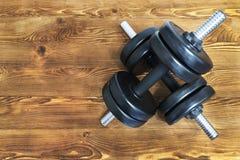 Hoogste mening van domoren op een houten achtergrond in een gymnastiek, het concept van de gezondheidslevensstijl Stock Afbeelding