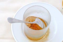 Hoogste mening van een bevroren koffie in een glas stock foto