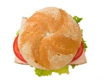 Hoogste mening van een knapperige sandwich van Turkije kaiser Stock Foto