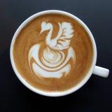 Hoogste mening van een mok de koffie van de lattekunst Stock Fotografie