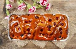 Hoogste mening van fruitcake in rechthoekige pan Royalty-vrije Stock Fotografie